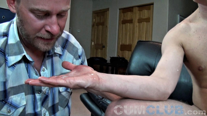 Swallowing Cum w/Jaxson - CumClub.com