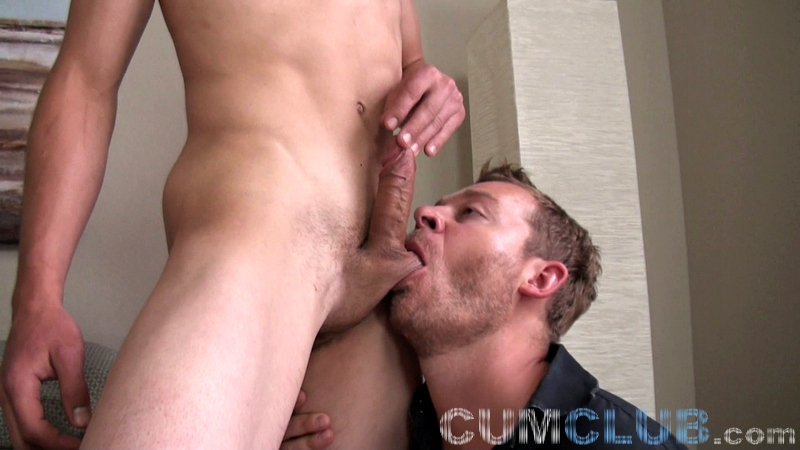 Milk That Young-Hung-Stud! - CumClub.com