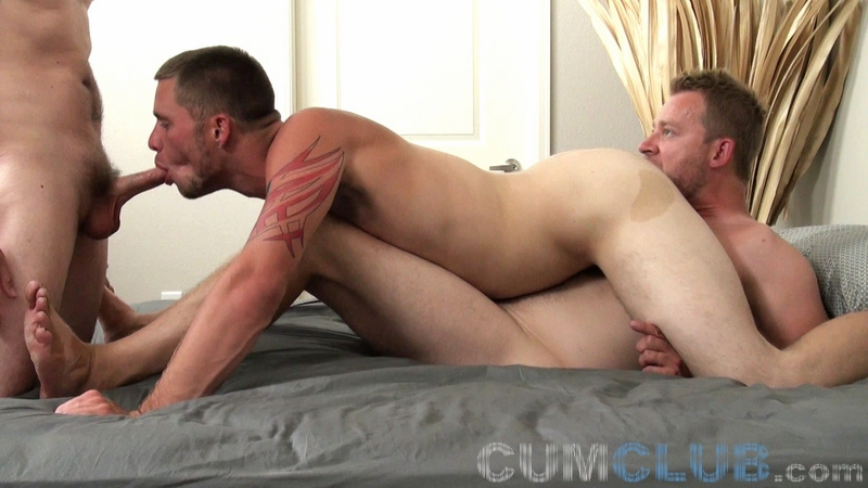 Walker Sucks & Fucks - CumClub.com