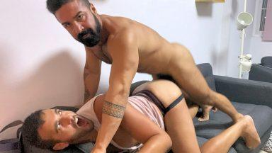 Muscled Stud Breeds DEEPTHROATXXXXL - CumClub.com